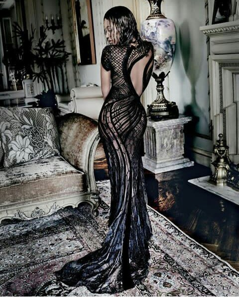 Read more about the article BEYONCE'S PICTURE CRAZE FOR THE WEEK: Blazing, Weird, Modest or Something else?
